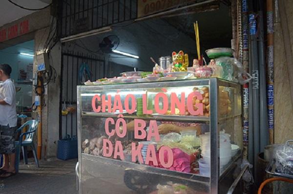 """Theo cô Hai, quán bán đến nay đã 47 năm. Địa chỉ này còn được biết đến với cái tên """"cháo lòng cô Ba Đa Kao"""". Ảnh: Phong Vinh."""
