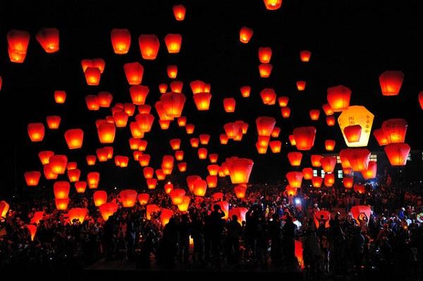 Lễ hội đèn trời thường diễn ra vào khoảng tháng hai hoặc tháng ba tại quảng trường Thập Phần - Ảnh: Taiwan