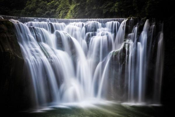 Thác Thập Phần - thác nước cao 20 mét đẹp nhất và lớn nhất Đài Loan - Ảnh: Josh Ellis Photography