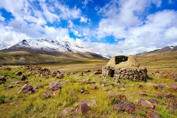 Nhà làm bằng đá của người Wakhi. Ảnh: Vagabond