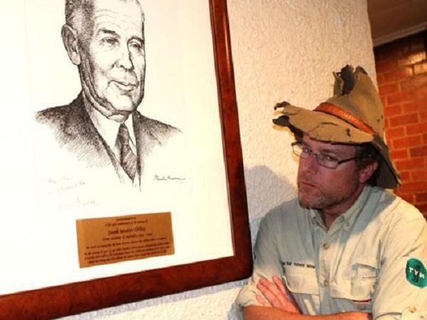 Tim the Yowie Man, người hướng dẫn của tour săn ma tại Canberra. Ảnh: News.