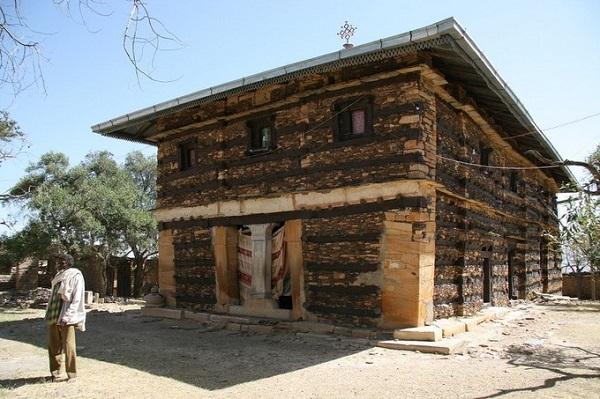 Tu viện Debre Damo được thánh Abba Aragawi xây dựng từ thế kỷ thứ 6 trên đỉnh núi - Ảnh: Travel Aficionado/Flickr