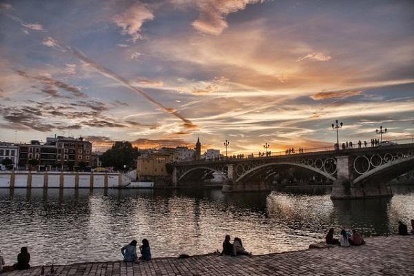 Sevilla là thành phố ở phía nam Tây Ban Nha, thủ phủ của vùng Andalucía và tỉnh Sevilla.