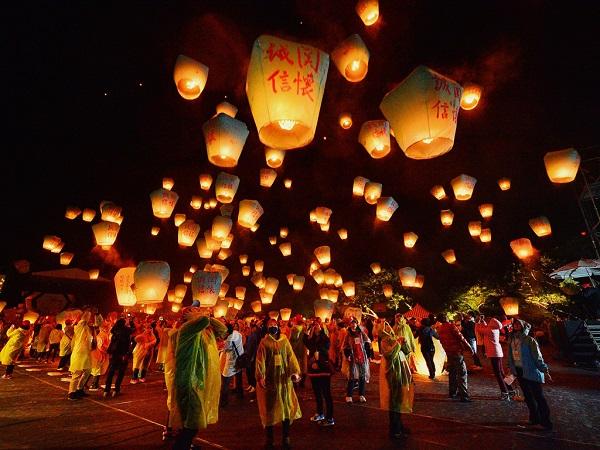Nhiều lễ hội sôi động: Đài Loan có vô số lễ hội và dịp kỷ niệm diễn ra quanh năm, từ lễ hội đèn lồng, đua thuyền rồng đến lễ hội kinh khí cầu, cùng nhiều lễ hội truyền thống khác. Ảnh: CNTraveler.