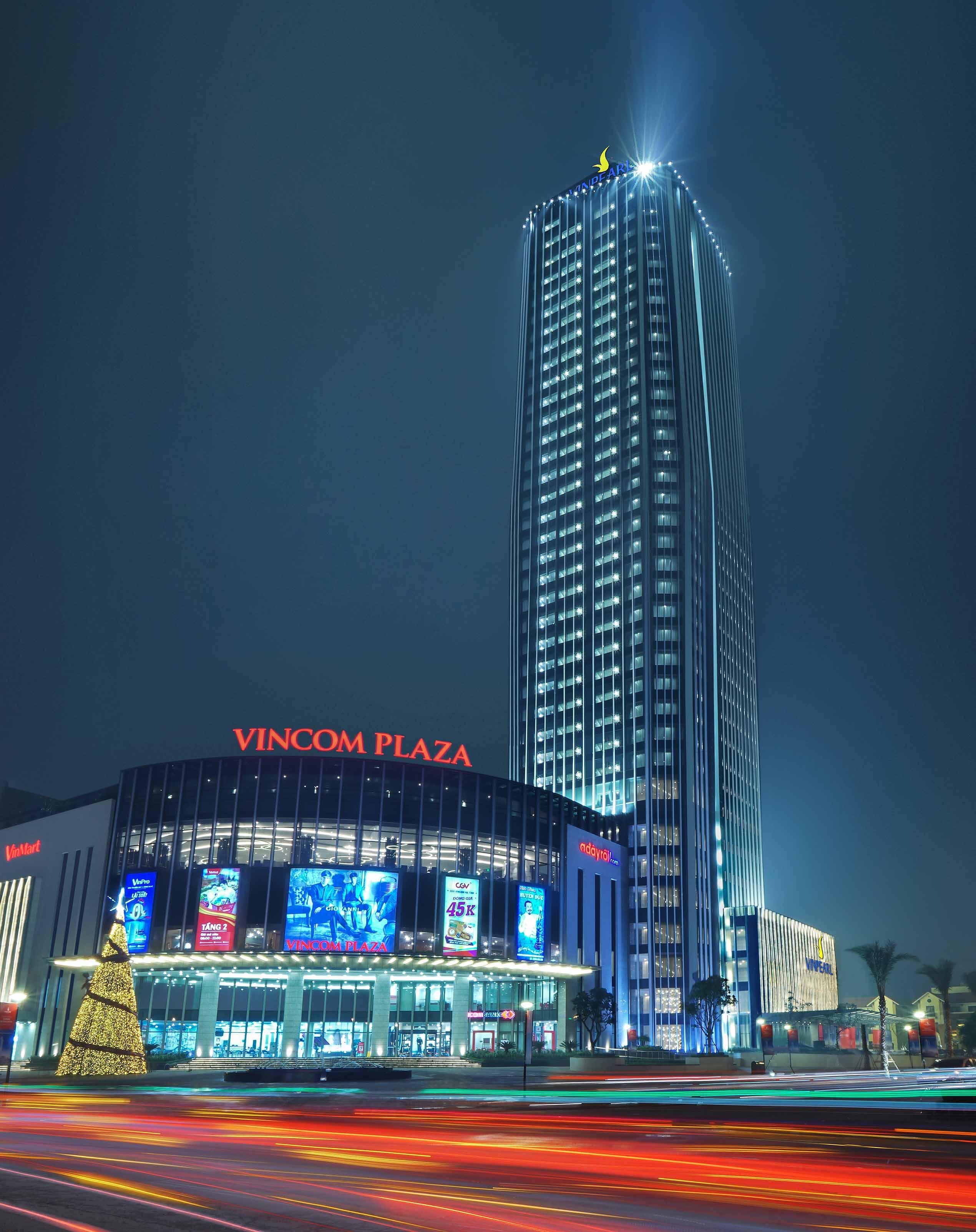 Toàn cảnh khu phức hợp trung tâm thương mại Vincom Plaza và khách sạn Vinpearl Hà Tĩnh