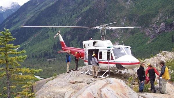Ngồi trực thăng khám phá những dãy núi ở Canada  Dãy núi Purcell nằm ở đông nam bang British Columbia, Canada là địa điểm khám phá của du khách trong ba ngày di chuyển bằng trực thăng. Ngoài ra du khách còn đi cùng các chuyên gia để trải nghiệm leo núi ở địa hình đồng tuyết và thung lũng. Ảnh: Bugaboos Adventures.