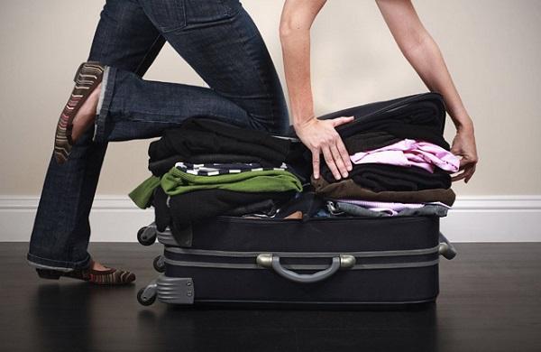 Hãy tránh mang quá nhiều đồ, hành lý cồng kềnh để có thể thuận tiện khi di chuyển. Ảnh: Internet