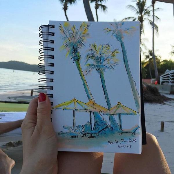 Bãi Sao nằm ở phía đông nam đảo Phú Quốc là nơi có bãi cát trắng mịn, dài và thoải, nước trong xanh. CnTraveler từng bình chọn Bãi Sao vào top bãi biển hoang sơ nhất thế giới. Khách nước ngoài rất thích đến đây bơi lội, tắm nắng, thậm chí nằm dài cả ngày dưới bóng dừa để tận hưởng không gian yên bình. Ảnh: 4getmeyes.