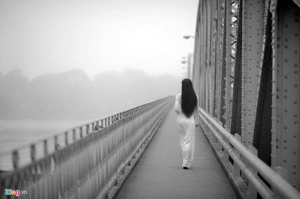 Nói đến Huế không thể thiếu hình ảnh người con gái trong tà áo dài duyên dáng.