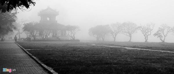 Màn sương bao phủ Phu Văn Lâu.