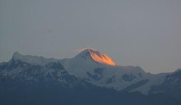 den-sarangkot-ngam-binh-minh-tren-day-himalaya-ivivu-3