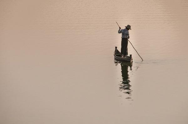 Một người chèo thuyền