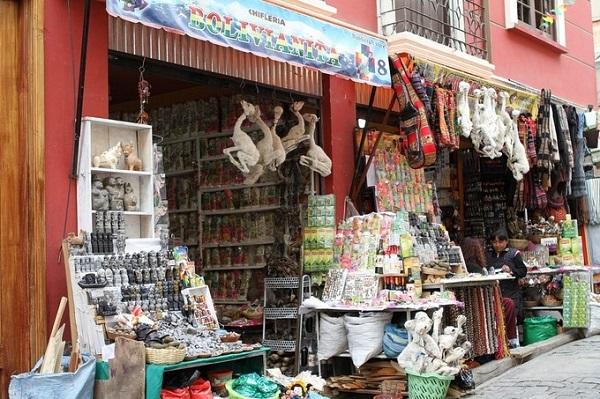 Bào thai Llama (lạc đà không bướu) sấy khô là một trong những thứ bày bán đại trà ở chợ. Người địa phương mua để chôn dưới móng nhà mới xây với tín ngưỡng đem lại may mắn, hạnh phúc, sức khỏe cho các thành viên trong gia đình - Ảnh: Revolution_Ferg