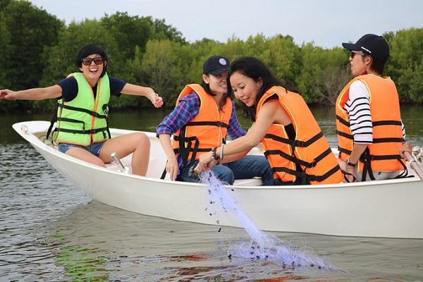 Trên Đảo Ngọc có các dịch vụ chèo thuyền kayak, câu cá, thả lưới đánh bắt cá, nghỉ dưỡng và ẩm thực. Du khách sẽ được tham gia những trò chơi để tập làm ngư dân rất thú vị. Ảnh: Pullman Vũng Tàu.