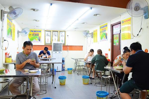Ngoài quán ăn trên đường Phan Xích Long (quận Phú Nhuận), bạn cũng có thể thưởng thức món ăn tại quán trên đường Nguyễn Đình Chiểu (quận 3) hay Lý Thường Kiệt (quận Tân Bình)...