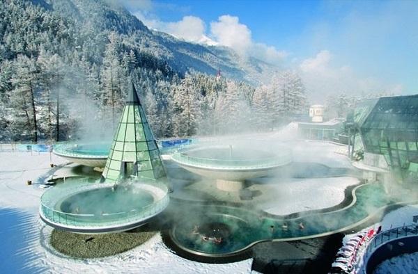 Resort rộng khoảng 22.000 m2 tọa lạc ở độ cao 3.000 m trên dãy Alps, nước Áo bốn mùa đều hút khách nhờ vị trí đặc biệt.