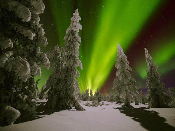 Tromso (Na Uy) nằm gần Bắc Cực, là nơi ngắm cực quang tuyệt đẹp vào thời điểm cuối tháng 11 đến cuối tháng 1 năm sau. Sự kiện ngắm hiện tượng thiên nhiên kỳ thú này được tổ chức vào ngày 6/1, thu hút 1.700 người tới chiêm ngưỡng.