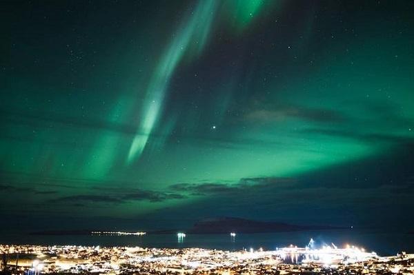 Tórshavn, đảo Faroe nằm trên Biển Bắc là nơi diễn ra một lễ hội âm nhạc ngoài trời từ ngày 25 đến ngày 28/1 để khán giả vừa ngắm cực quang vừa thưởng thức âm nhạc.
