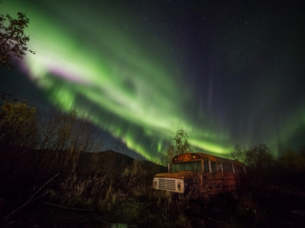 Mặc dù tour ngắm cực quang ở Coldfoot, Alaska (Mỹ) kéo dài từ tháng 8 đến tháng 4 năm sau nhưng thời điểm lý tưởng nhất để tới đây là tháng 1 với địa điểm là núi Brooks.