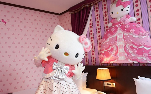 lam-cong-chua-trong-khach-san-hello-kitty-ivivu-1