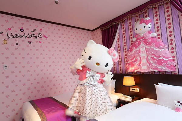 lam-cong-chua-trong-khach-san-hello-kitty-ivivu-8