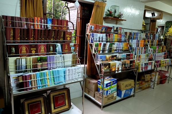 Phòng phát hành các ấn phẩm Phật giáo rộng rãi.