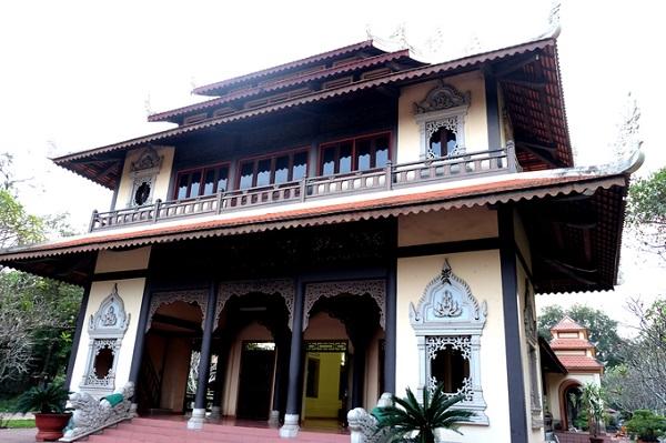 Trong hệ Phật giáo Nam tông, Bửu Long hiện là ngôi chùa có các hạng mục công trình hiện đại và đẹp nhất tại miền Nam. Chánh điện của chùa Bửu Long cũng nhiều lần được tu sửa.