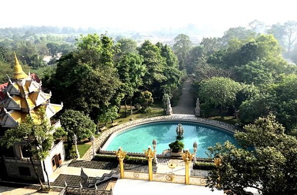 Tháp 5 tầng mở cửa đón khách ngày 2 buổi. Sáng từ 8h đến 10h, chiều từ 14h đến 16h tại địa chỉ chùa số 81/1 Nguyễn Xiển, khách chỉ cần nhìn xa xa đã thấy tòa tháp cao.