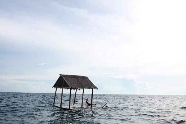 Tao nhã ngồi ngắm biển và uống bia - Ảnh: Dương Quán Hạ