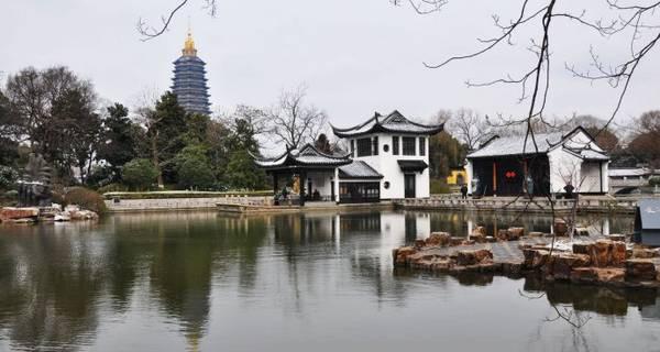 Công viên Hongmei: Nằm ở phía đông bắc thành phố, công viên Hongmei cũng là một địa điểm thu hút đông đảo khách du lịch. Hongmei sở hữu nhiều khu vườn xanh tốt và hồ nước lớn. Nơi đây luôn mang lại bầu không khí trong lành, tươi mát. Đặc biệt, gian nhà cổ Hongmei được xây từ giai đoạn giữa thời nhà Đường và Tống cũng là một điểm nhấn độc đáo của công viên này. Ảnh: Czbbs.gov.