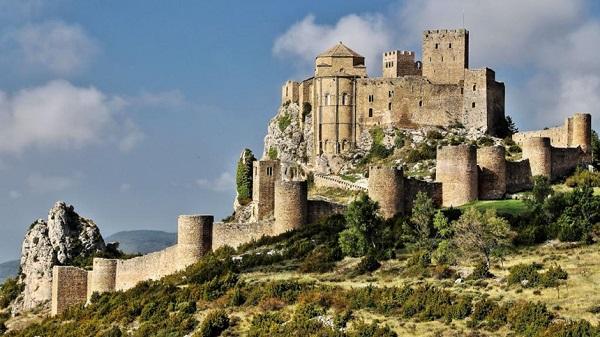 Aragon, Tây Ban Nha: Nằm ở phía tây Catalonia, Aragon là điểm đến hấp dẫn chưa được nhiều người biết đến. Thị trấn Teruel, với kiến trúc Mudejar đáng kinh ngạc, những ngôi làng xinh đẹp của Albarracin và Alquezar, hay vườn quốc gia Ordesa là một vài điều thú vị đang chờ đón du khách tại Aragon. Ảnh: Leodescapes.