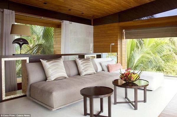 Với giá hơn 45.000 USD một đêm, các du khách có thể tận hưởng những tiện nghi hiện đại ở giữa một hòn đảo có thiên nhiên hoang sơ cùng với 9 người đồng hành khác.