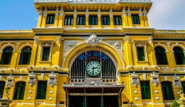 Bưu điện trung tâm Sài Gòn là một công trình cổ vẫn gìn giữ nhiều nét đẹp thời Pháp thuộc. Ảnh: James Pham.