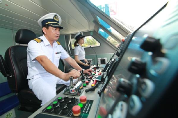Trên tàu có hệ thống radar định vị cho thủy thủ đoàn quan sát chướng ngại vật.