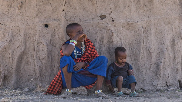 Nhà của người Maasai làm hoàn toàn bằng đất nung
