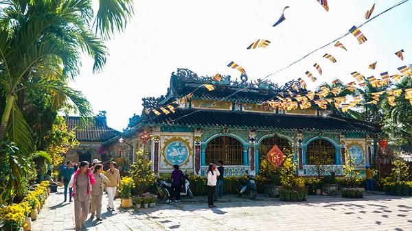 Chùa Phước Hưng hiện tọa lạc tại thành phố Sa Đéc, tỉnh Đồng Tháp. Công trình được một nhóm người Hoa xây dựng vào năm 1838, đến nay đã 180 năm. Mang dáng dấp của các công trình kiến trúc Hoa, nơi đây là địa chỉ thu hút đông đảo du khách vào mỗi dịp lễ, Tết.