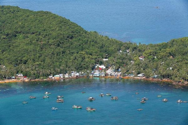 Du khách có cơ hội chiêm ngưỡng biển trời Phú Quốc từ trên cao khi đi cáp treo - Ảnh: S.G