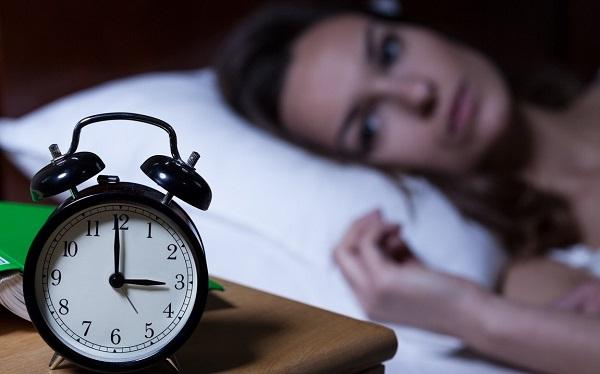 Giấc ngủ luôn đóng vai trò quan trọng, bên cạnh chế độ ăn uống lành mạnh và lối sống tích cực. Vậy làm gì để tránh bị mất ngủ trong chuyến du lịch? - Ảnh: SleepZoo