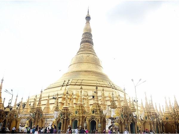 Myanmar vang danh thế giới với những ngôi chùa vàng nguy nga, tráng lệ - Ảnh: Bông Mai