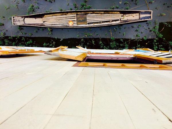 Dưới chân nhà được đặt sẵn các thuyền nhỏ để người dân tiện di chuyển và mưu sinh quanh hồ Inle, Shan, Myanmar- Ảnh: Bông Mai