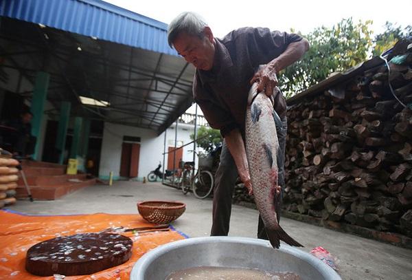 Nhiều năm nay, làng Vũ Đại (nay là Đại Hoàng, Hòa Hậu, Lý Nhân, Hà Nam) đã có nghề kho cá bằng niêu đất. Cá kho của làng nổi tiếng khắp trong và ngoài nước. Dịp Tết, mỗi ngày gia đình bà Nguyễn Thị Thìn bán hàng trăm nồi cá kho.