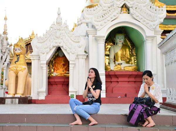 Đi lễ chùa cầu an năm mới là việc không thể thiếu trong đời sống văn hóa tâm linh của người hướng Phật - Ảnh: TR.N.
