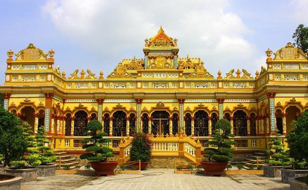 Chùa Vĩnh Tràng kết hợp giữa nét hiện đại phương Tây và vẻ đẹp truyền thống Việt Nam - Ảnh: Thư viện Hoa Sen