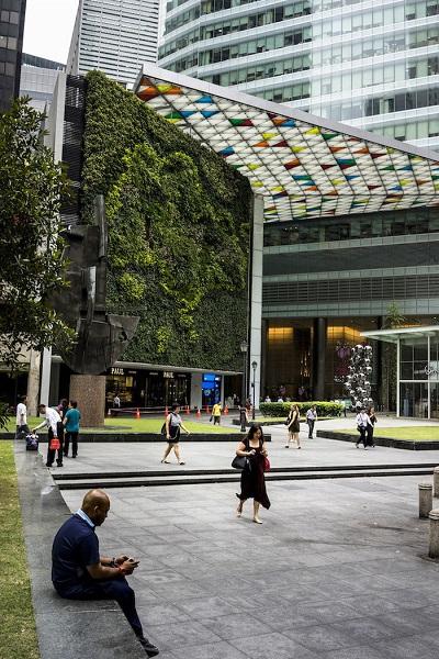 Khu vườn ở Ocean Financial Centre được trồng theo hình dạng của bản đồ thế giới - Ảnh: Suzanne Lee