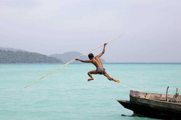 """Cuộc sống thường nhật của """"Người cá"""" bản địa Moken, quần đảo Mergui, Myanmar. Nguồn ảnh: Best Andaman Travel"""