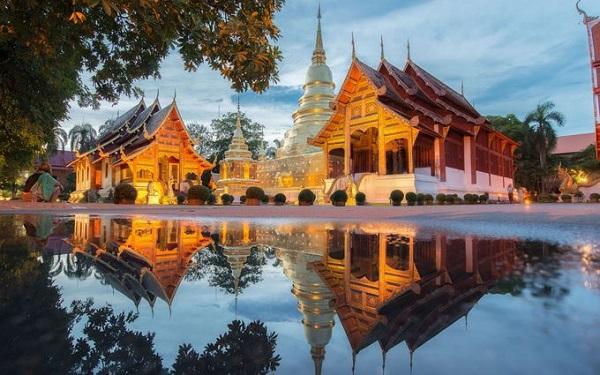 Chiang Mai, Thái Lan Được mệnh danh là đóa hồng phương bắc, Chiang Mai nằm cách xa thủ đô xô bồ Bangkok và mang vẻ đẹp quyến rũ rất riêng. Ngoài những đền chùa, khu nghỉ dưỡng, du khách có thể tìm đến ngôi làng của các dân tộc địa phương để khám phá đời sống của họ. Đến Chiang Mai còn có hoạt động trekking chinh phục núi Doi Suthep và Doi Pui, chèo bè tre khám phá thung lũng Mae Sa...
