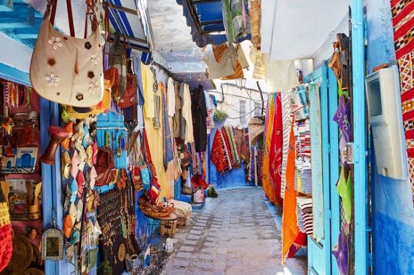 Marrakech, Ma-rốc: Marrakech là một trong những thành phố sắc màu nhất thế giới. Khu phố trung tâm có nhiều cửa hàng bán đồ lưu niệm và ẩm thực.