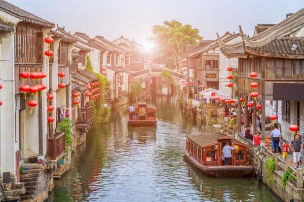 Tô Châu, Trung Quốc: Thành phố nổi tiếng với những công trình kiến trúc cổ nằm dọc các con kênh. Nhưng nơi đây đang trở thành nạn nhân của quá trình hiện đại hóa, khi nhiều khu di tích lịch sử bị phá bỏ để xây các tòa nhà hiện đại.