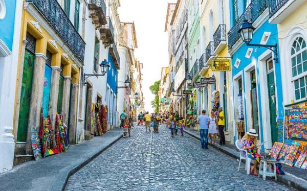 Bahia, Brazil: Thành phố là sự pha trộn giữa phong cách châu Phi và Bồ Đào Nha. Những tòa nhà cổ nhiều màu sắc, đường phố lát đá và quảng trường cổ kính.