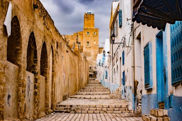 Sousse, Tunisia: Sousse là một trong những thành phố cổ kính ở Tunisia. Nơi đây có những ngôi nhà nhiều màu sắc, vỉa hè lát đá và bãi biển đẹp. UNESCO cũng công nhận thành phố này là di sản thế giới.